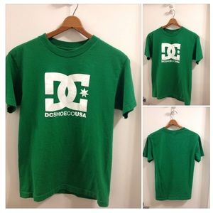 DC SHOES TEE M Ladies or a Men's S 🌿👟 $5 ADD ON